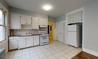 Kitchen, 416-418 Leslie St 4, 1