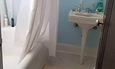 Bathroom, 909 W Daniel St, 1