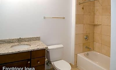 Bathroom, 427 Pershing Ave. Market Lofts, 1