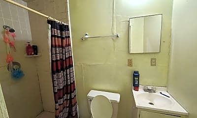 Bathroom, 903 S Ayers Ave, 2