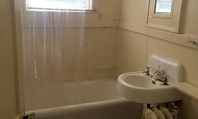 Bathroom, 289 E Chestnut St, 1