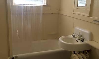Bathroom, 289 E Chestnut St, 1