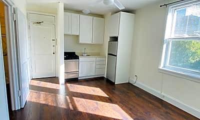Living Room, 2119 N Sedgwick St, 1