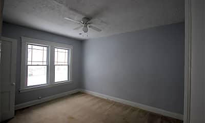 Living Room, 3052 Meadowbrook Blvd, 2