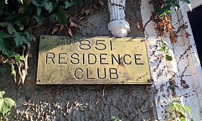 Residence Club, 1