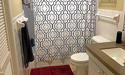 Bathroom, 1004 Franklin Ave, 2