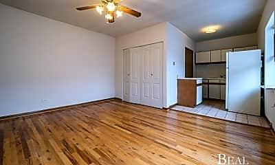 Living Room, 821 W Cornelia Ave, 2
