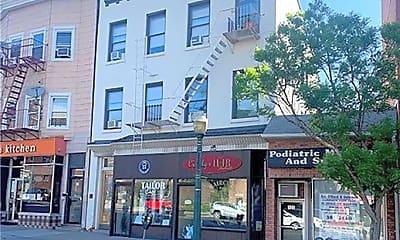 Building, 137 Mamaroneck Ave 4, 0
