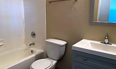 Bathroom, 4122 Marlborough Ave, 2