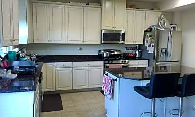 Kitchen, 904 Pointe View Dr, 1