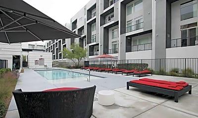 Pool, Loft 5, 2