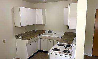 Kitchen, 404 7th St S, 1