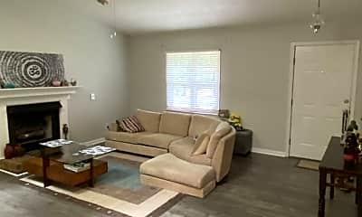 Living Room, 122 Wellington Cir, 1