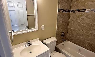 Bathroom, 5632 Chester Ave, 2