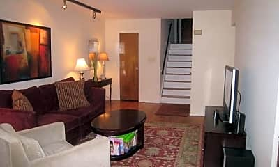 Living Room, 15-68 Waters Edge Dr 2, 2