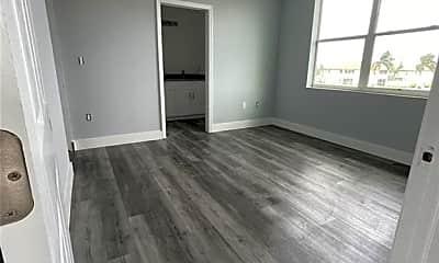 Living Room, 319 Nicholas Pkwy W 101, 0