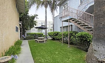Courtyard, Toluca Lake Universal Apartments, 1
