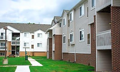Building, Chestnut Court Apartments, 2