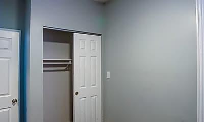Bedroom, 3824 N Clark St, 1