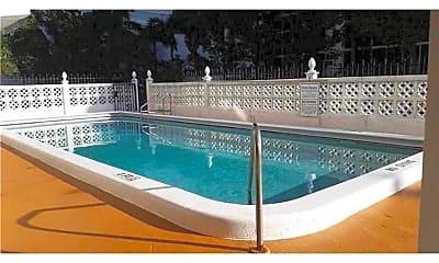 Pool, 3000 Riomar St, 2