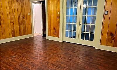 Living Room, 523 E Elm St, 2