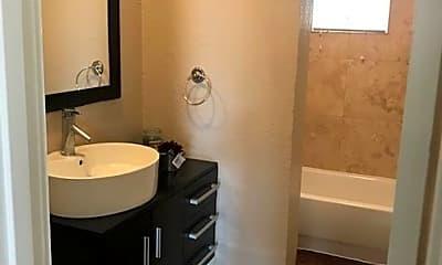 Bathroom, 3900 W 7th St, 1