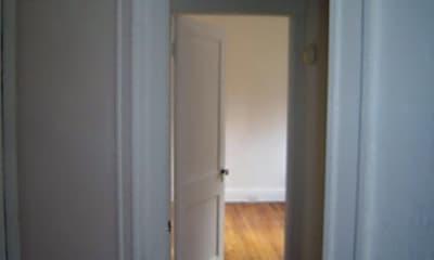 Bathroom, 106 Fellsway W, 2