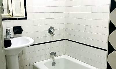 Bathroom, 18-22 Bleecker St 3-L, 1