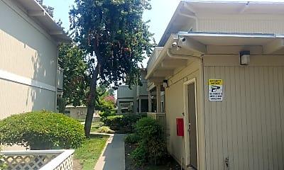 Stardust Villa Apartments, 2