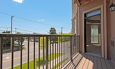 Patio / Deck, The Pointe At River Crossing, 2