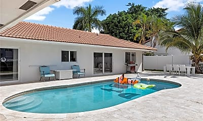 Pool, 2824 NE 35th St, 2