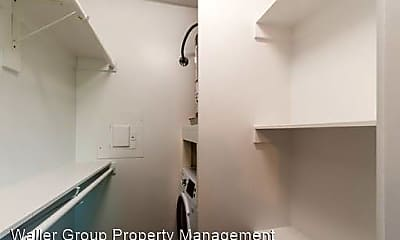 Bathroom, 723 Glendale St, 2