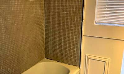 Bathroom, 2101 38th St, 2