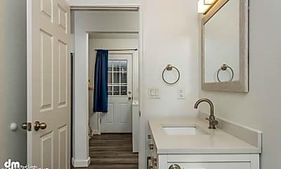 Bathroom, 2910 Fendall Rd, 1