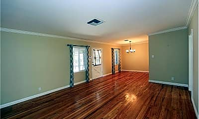 Living Room, 18349 Sylvan St, 1