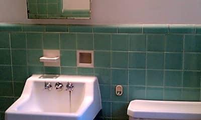 Bathroom, 3913 Cutshaw Ave, 2