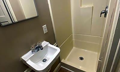 Bathroom, 1001 Lincoln Ave, 2