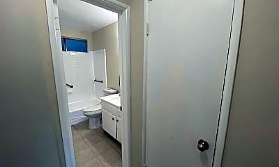 Bathroom, 4200 Oakwood Ave, 2