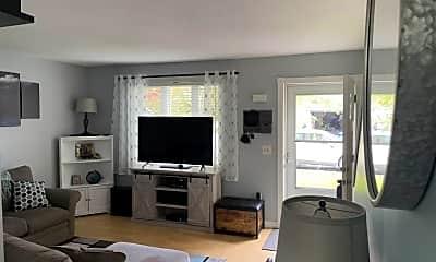 Living Room, 28 Heather Cir, 1
