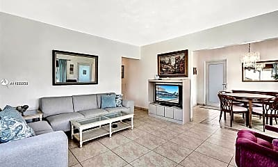 Living Room, 600 Layne Blvd 201, 1