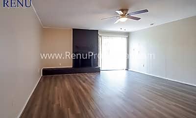 Living Room, 210 Castlewood Dr, 1