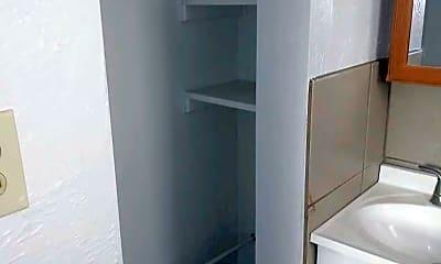 Bathroom, 420 Walnut St, 2