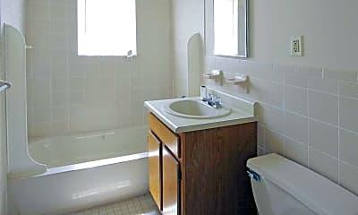 Bathroom, Knoll Gardens Apartments, 2