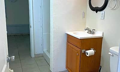 Bathroom, 1511 Broadway St, 2
