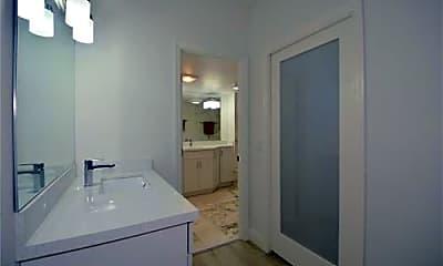 Bathroom, 5100 N Ocean Blvd, 2