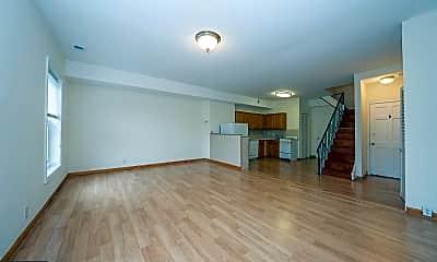 Living Room, 2043 Green St 3F, 1