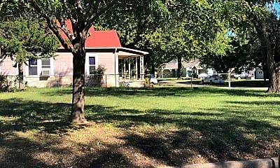 Building, 2003 Woodland N, 1