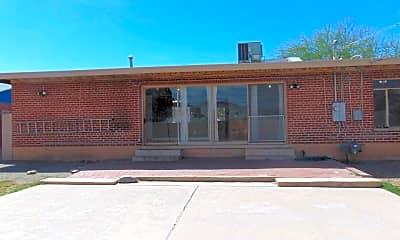 Building, 4849 E 13th St, 2