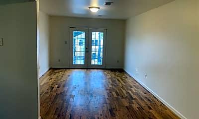 Living Room, 105 Palm St, 2