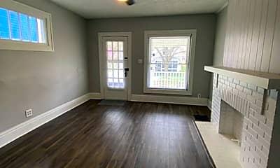 Living Room, 204 E Blake Ave, 1